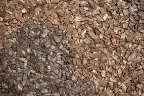 View the Plum Slate Chippings online at Scotbark UK