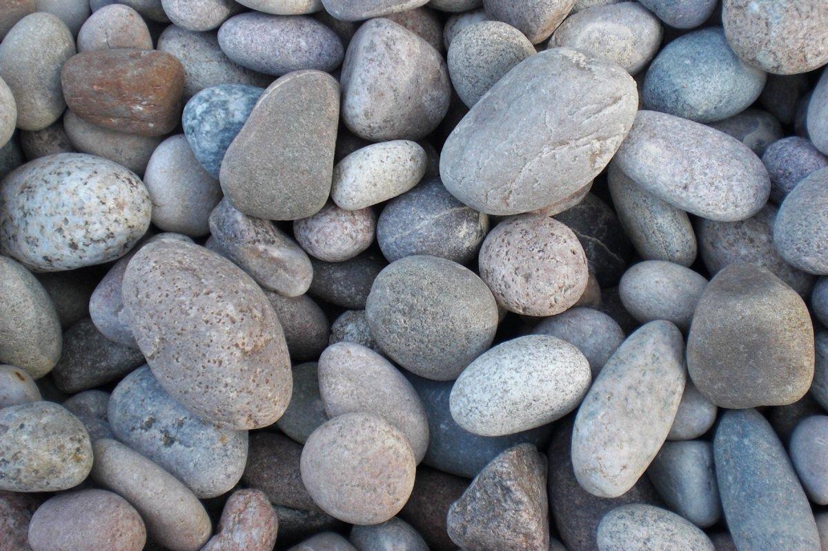Scottish beach pebbles 30 50mm scotbark uk for Grey stones for landscaping